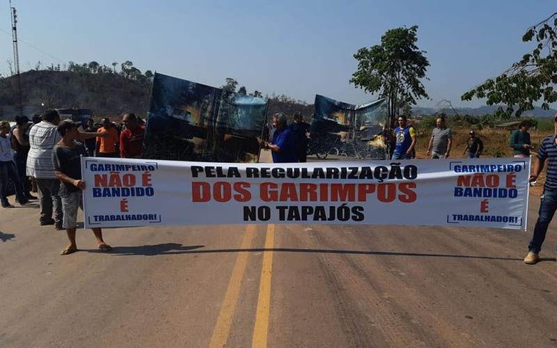 Impasse permanece e rodovia continua interditada desde ontem