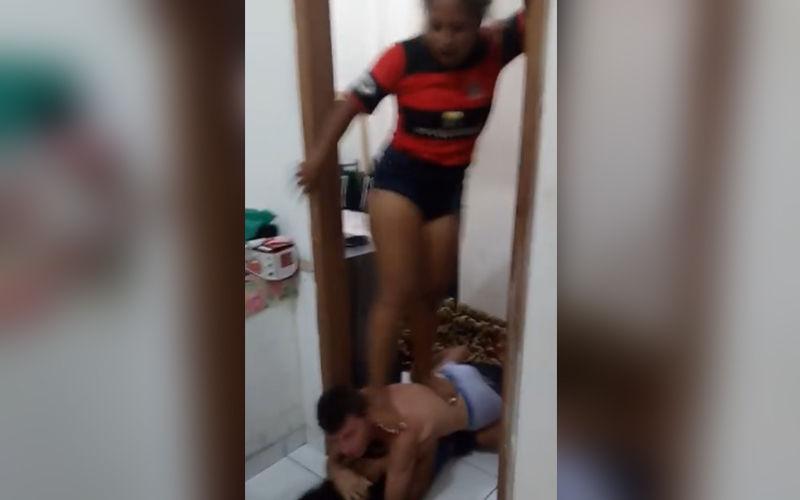 Imagem ilustrativa da notícia: Torcedora descobre traição e espanca companheiro e a amante; veja o vídeo!