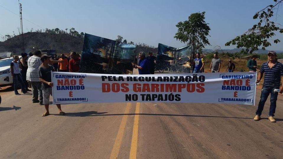 Imagem ilustrativa da notícia: Garimpeiros bloqueiam BR-163 por legalização de garimpos