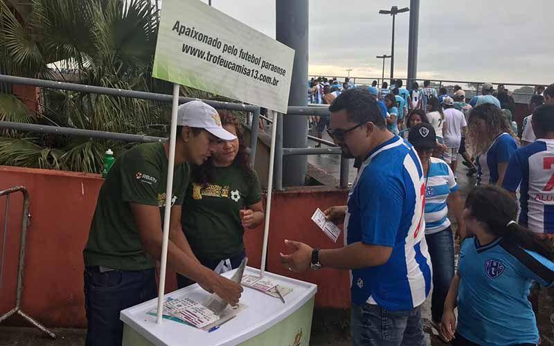 Imagem ilustrativa da notícia: Torcedores aproveitam urna no Mangueirão para votar no Troféu Camisa 13