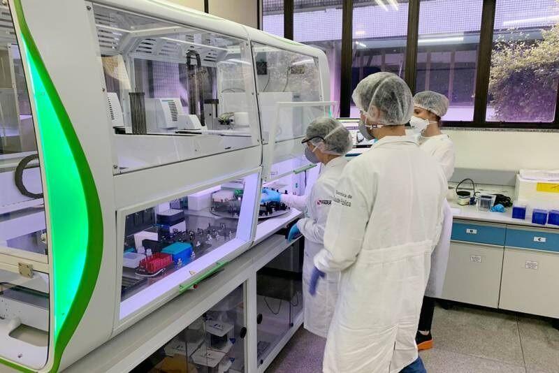 A Extratora Automatizada de RNA agiliza o processo de análise, hoje ainda feito manualmente.