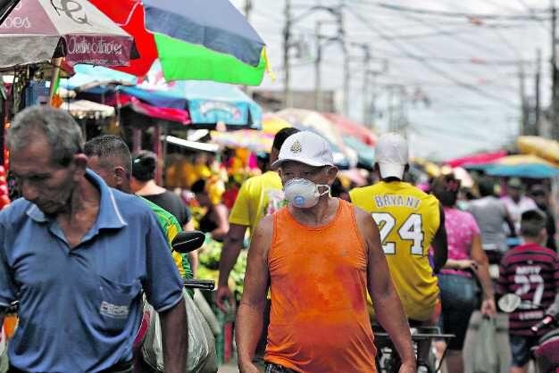 Feira registra movimentação intensa, apesar de feirantes relatarem queda nas vendas
