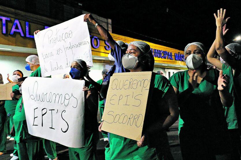 No último dia 15, técnicos e enfermeiros do PSM da 14 de março chegaram a fazer um protesto contra a falta de EPIs na unidade.
