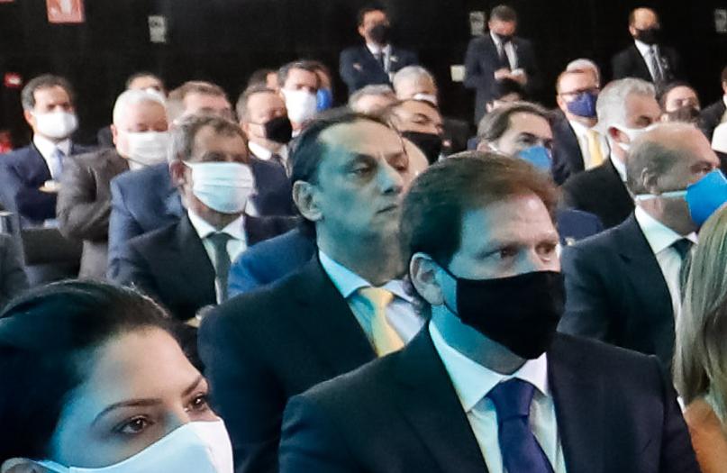Imagem ilustrativa da notícia: Advogado que abrigou Queirozdeixará defesa de Flávio Bolsonaro