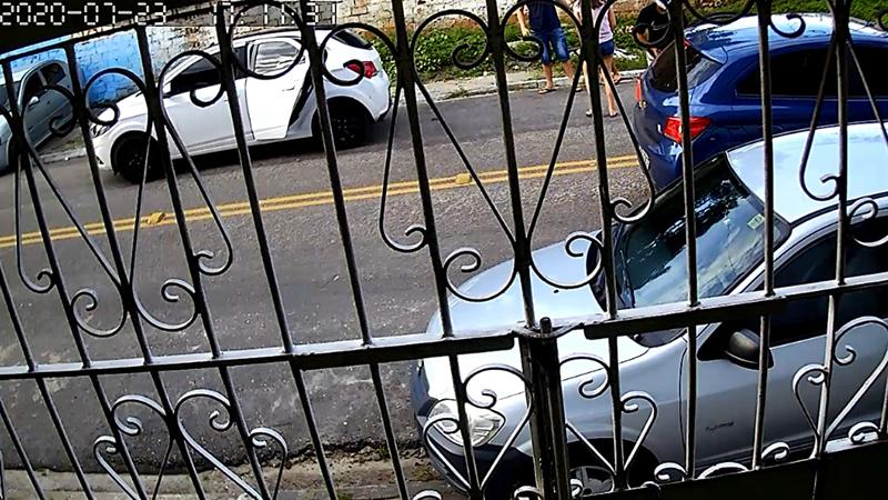 Imagem ilustrativa da notícia: Dupla que trocou tiros em Batista Campos é flagrada cometendo assalto. Veja!