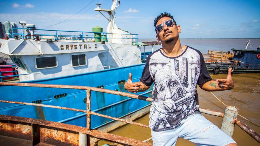 O registro audiovisual traz um compilado de imagens de shows, ensaios e os bastidores do novo trabalho do rapper paraense.