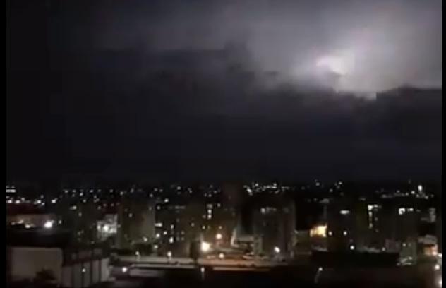 Imagem ilustrativa da notícia: Vídeos: Belém tem noite com muitos raios e trovões. Meteorologista explica