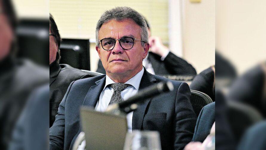 Zenaldo e secretário são acusados de cometer as irregularidades.