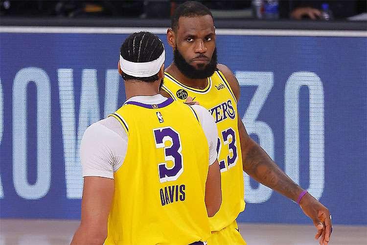 LeBron e Davis, a temida dupla do Lakers: ala-pivô dessa vez foi o destaque na vitória.