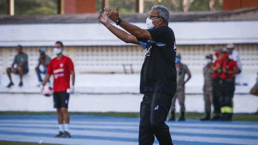 Imagem ilustrativa da notícia: Hélio dos Anjos assumetime que tirou acesso do Paysandu