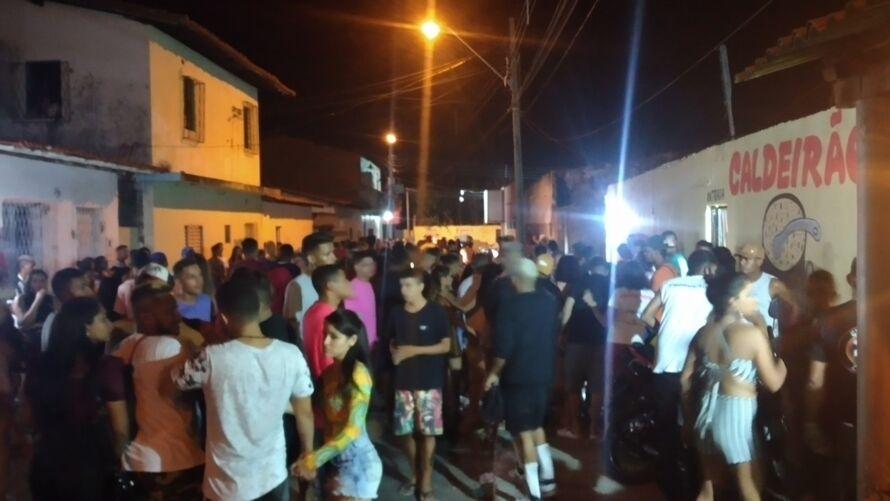 Com o início do tiroteio, uma multidão correu em desespero, e algumas pessoas foram pisoteadas