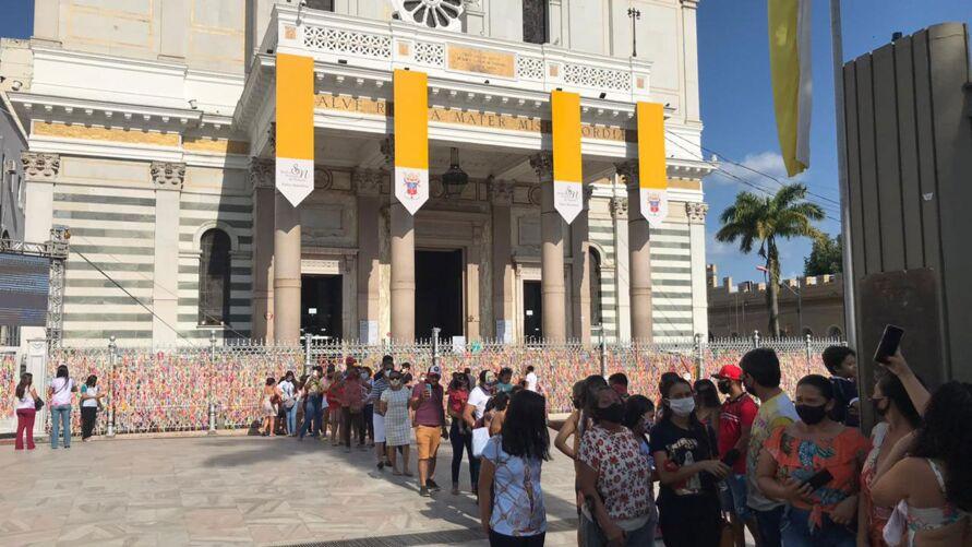 Visitação atrai muitos fiéis na tarde de hoje