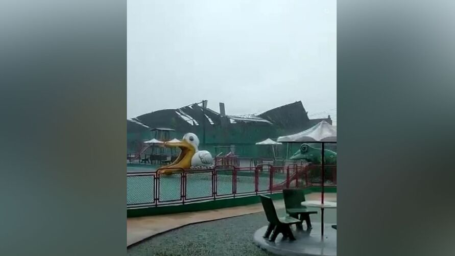 Imagem ilustrativa da notícia: Chuva destrói parte do estádio da Tuna e destelha casas em Belém