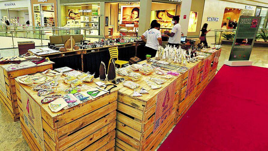 eira e lojas colaborativas foram montadas em locais de grande circulação, como shopping e aeroporto