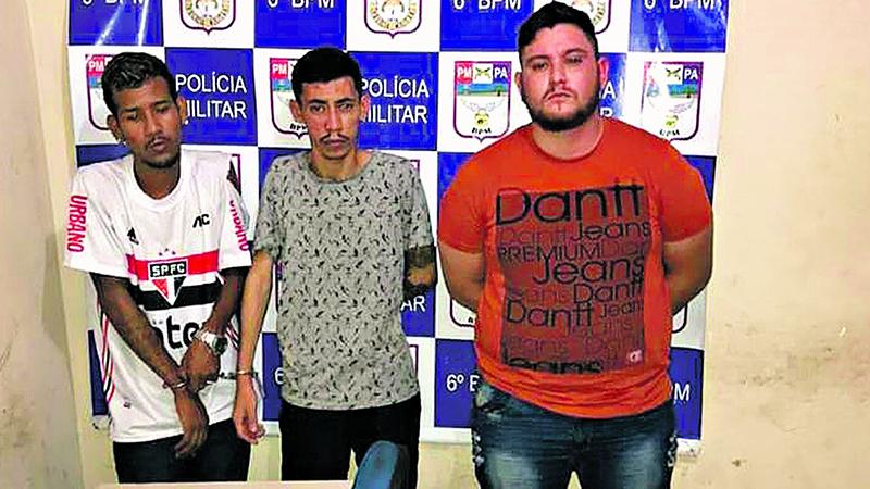 """Imagem ilustrativa da notícia: Trio é preso após """"arrastão"""" na Transcoqueiro"""