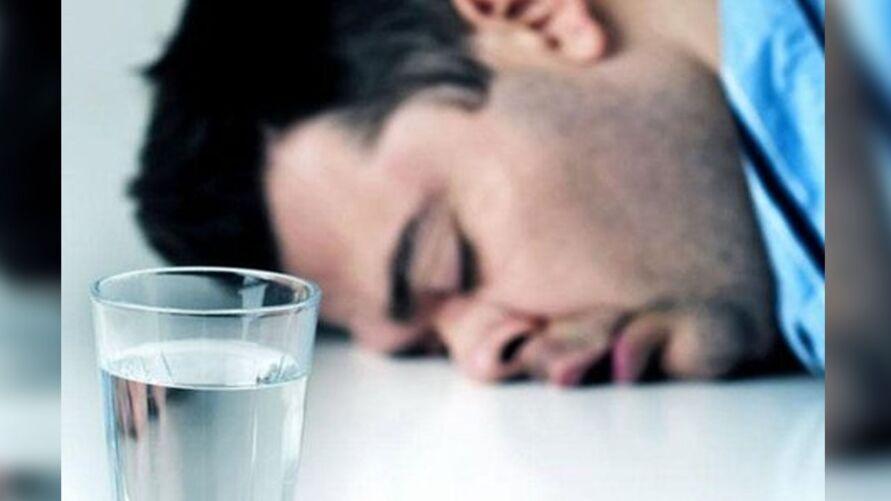 Nutricionista explica como deve ser a hidratação após os vômitos.