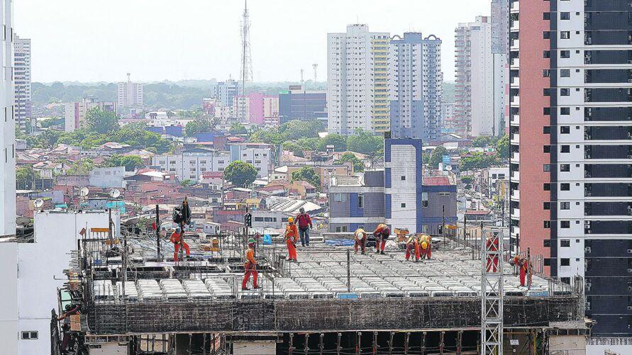 A construção civil foi o setor que liderou a criação de trabalho em Belém durante o ano passado, com saldo positivo de 1.407 postos, seguido da indústria geral, 765