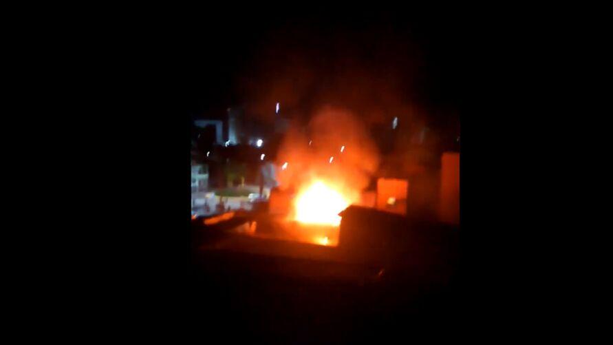 Imagem ilustrativa da notícia: Casa pega fogo no bairro de Fátima e moradora é levada para hospital. Veja o vídeo