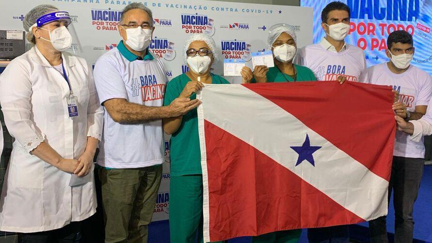 Vacinadas ao lado do goverador Helder Barbalho, do vice-governador Lúcio Vale, do prefeito de Belém Edmilson Rodrigues e do prefeiro de Ananindeua Dr. Daniel
