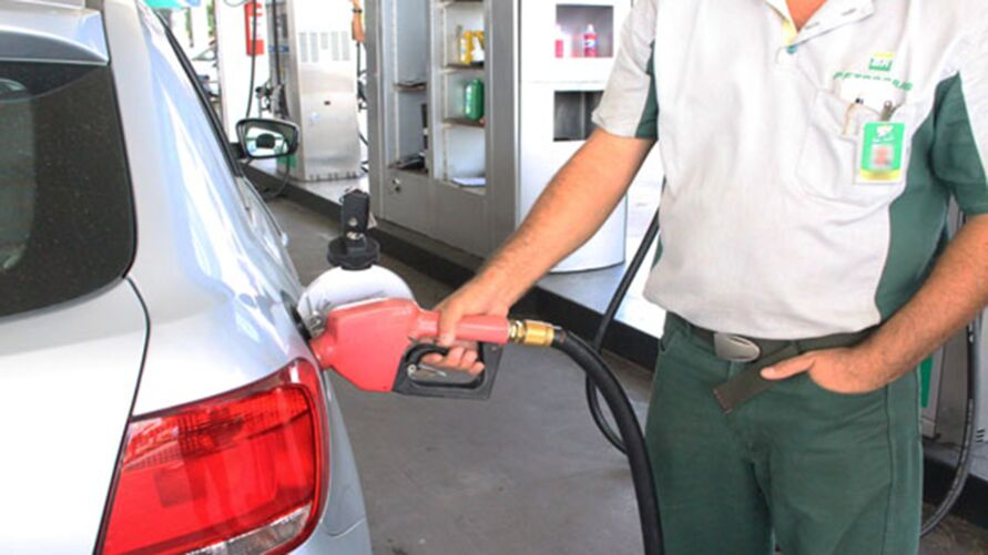 Imagem ilustrativa da notícia: Petrobras aumenta em mais de 8% o preço da gasolina