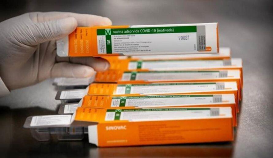 Vacina foi a primeira a ser aplicada em um brasileiro, no caso, uma enfermeira de São Paulo.