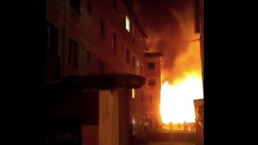 Imagem ilustrativa da notícia: Incêndio destrói 250 barracos em ocupação no Rio; veja o vídeo!