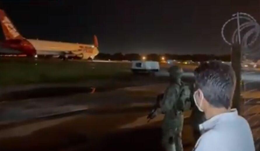 Governador estava a espera da aeronave e compartilhou chegada da aeronave em seu Twitter.
