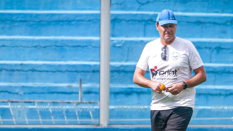 O treinador estuda as melhores opções para derrotar o time gaúcho lá em Erechim