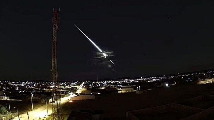 Imagem ilustrativa da notícia: Meteoro cai no sul do Brasil e assusta moradores, veja o fenômeno!