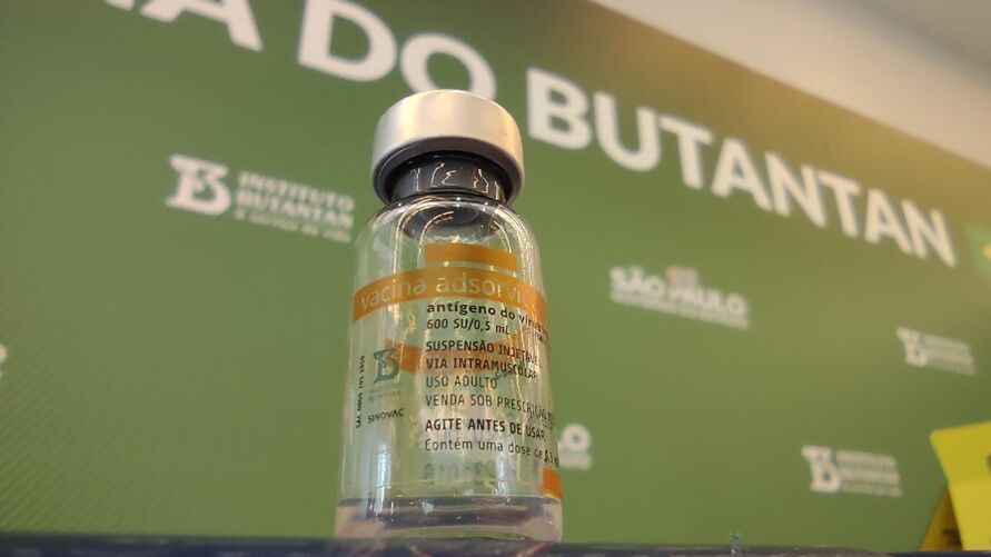 Imagem ilustrativa da notícia: Butantan divulga bula da Coronavac e aponta contraindicações