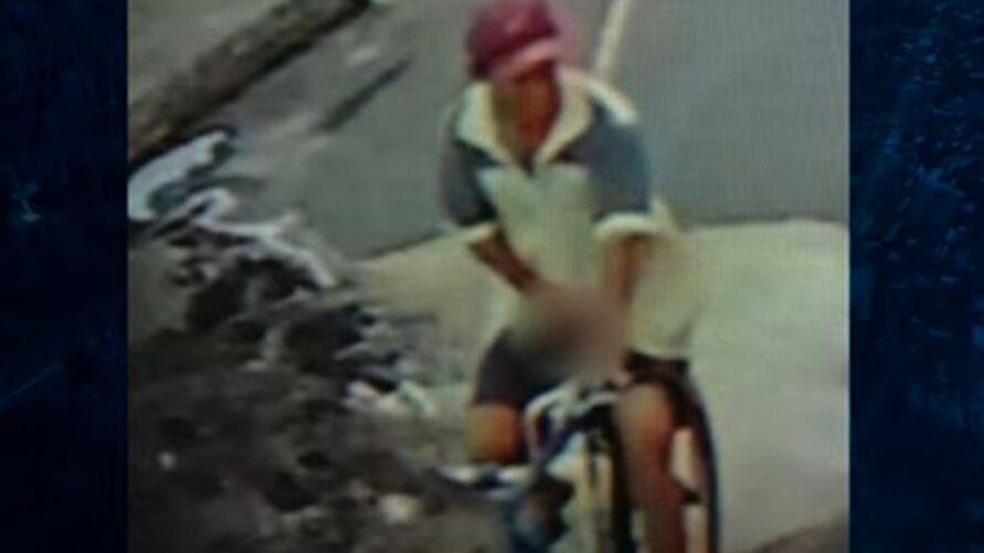 Imagem ilustrativa da notícia: Tarado é espancado após mostrar pênis para crianças e mulheres na rua, veja!
