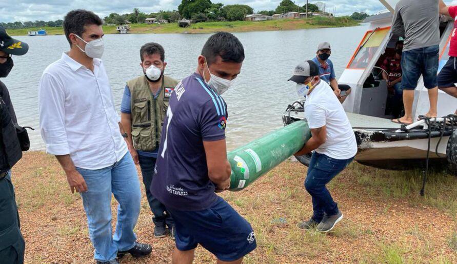 Helder acompanhando chegada de oxigênio ao distrito de Maracanã, um dos mais afetados do oeste paraense.