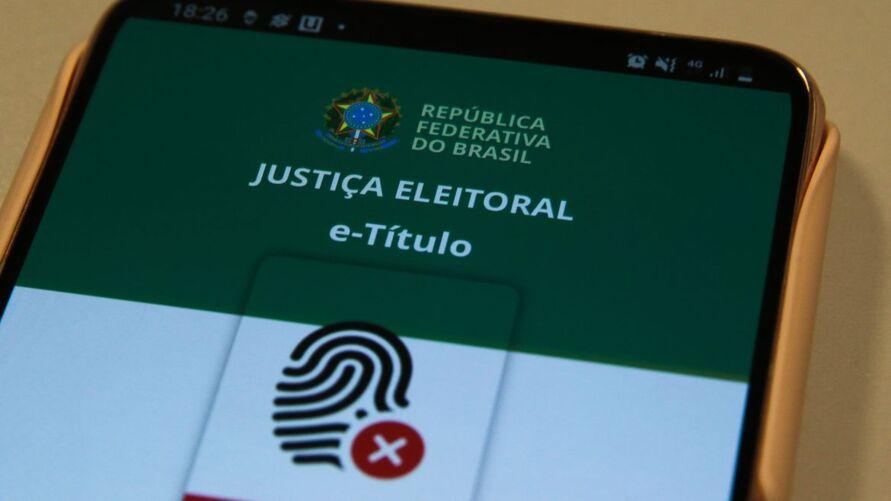 O Tribunal Superior Eleitoral (TSE) recomenda que a justificativa seja feita, preferencialmente, por meio do aplicativo e-Título, disponível para celulares com sistemas operacionais Android ou iOS