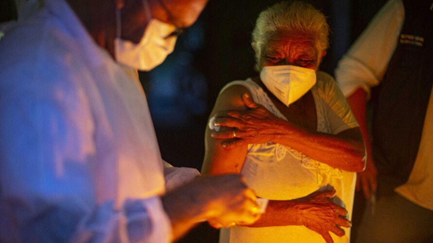 Imagem ilustrativa da notícia: Quilombola que trabalha como agente de saúde em Cachoeira do Piriá é a primeira vacinada do Brasil