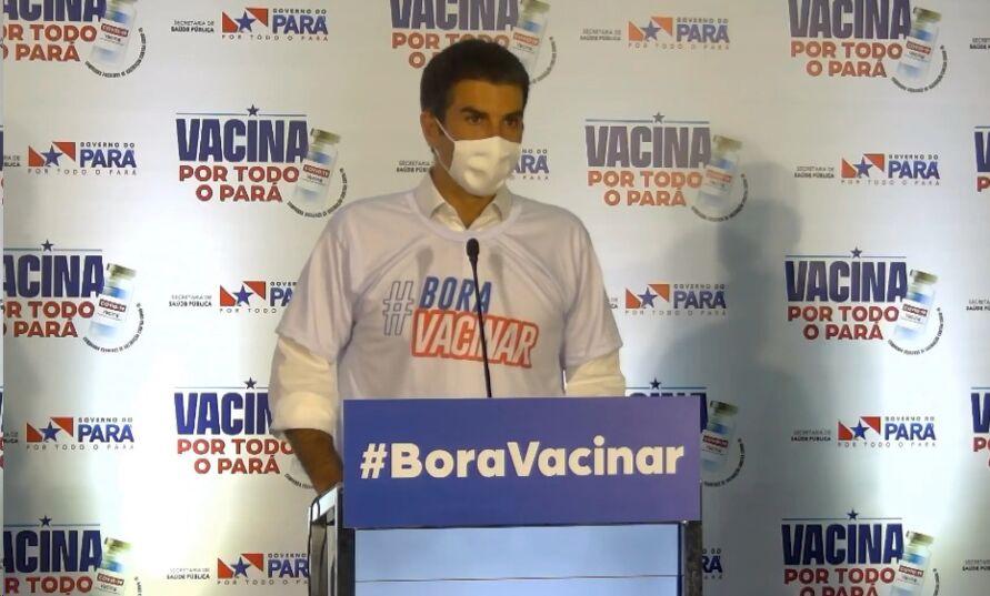 O governador Helder Barbalho durante coletiva que deu início à vacinação no Estado