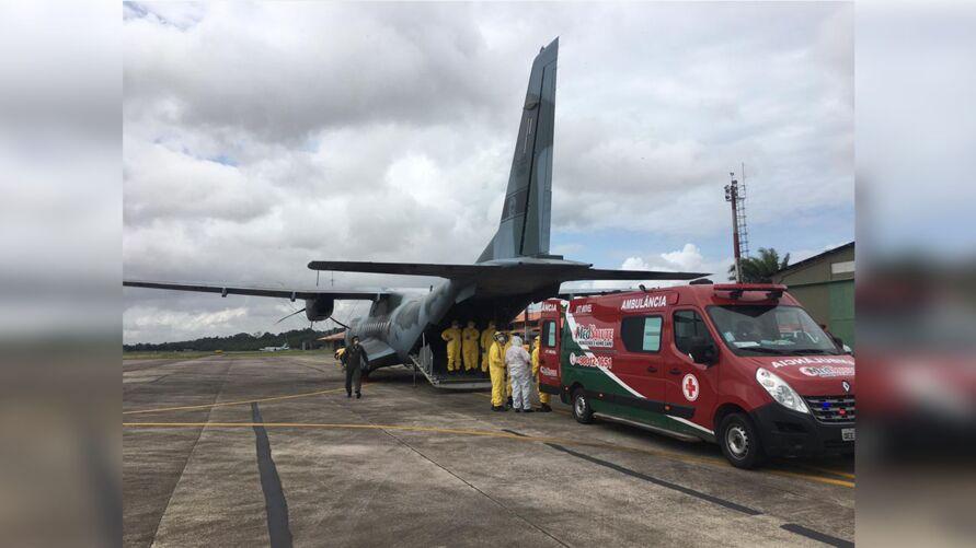 A transferência dos quatro pacientes com Covid-19 foi feita por uma aeronave C-105 Amazonas da Força Aérea Brasileira (FAB).