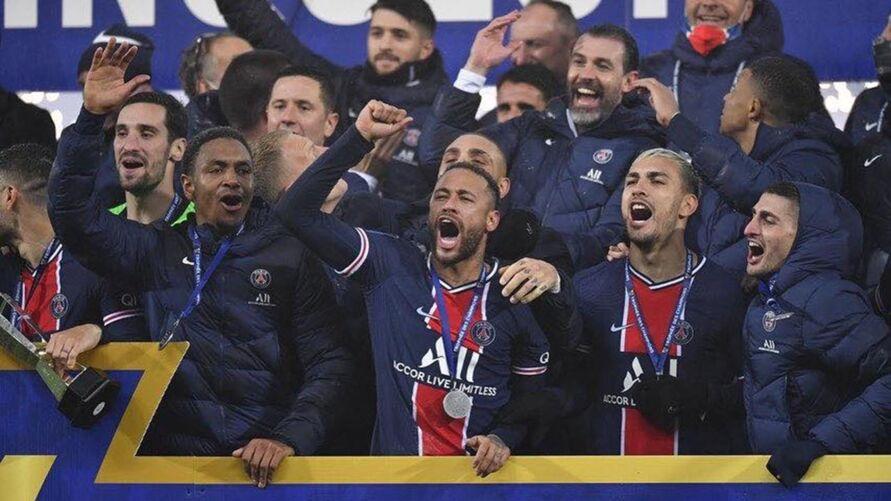Imagem ilustrativa da notícia: Que dia! Neymar provoca zagueiro na web após título de campeão na França
