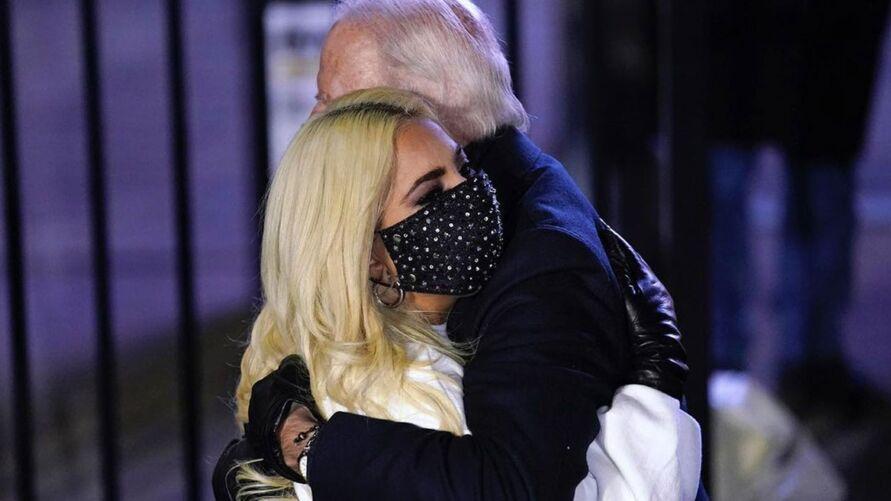 Imagem ilustrativa da notícia: Após fazer oposição a Trump, Lady Gaga canta hino na posse de Joe Biden