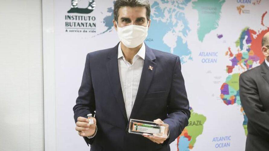 Governador do Pará, Helder Barbalho, defende lista com os nomes dos vacinados contra Covid-19,após os crescentes casos de fura-fila na imunização em diversos cantos do país.