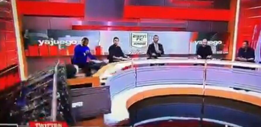 Imagem ilustrativa da notícia: Cenário despenca e cai em cima de comentarista esportivo; veja o vídeo