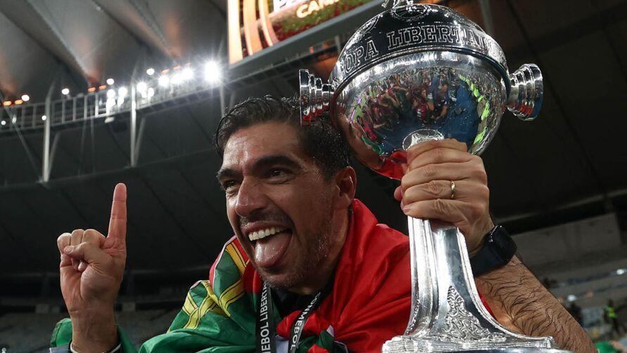Abel Ferreira comemora dois dos principais títulos conquistados em 2020