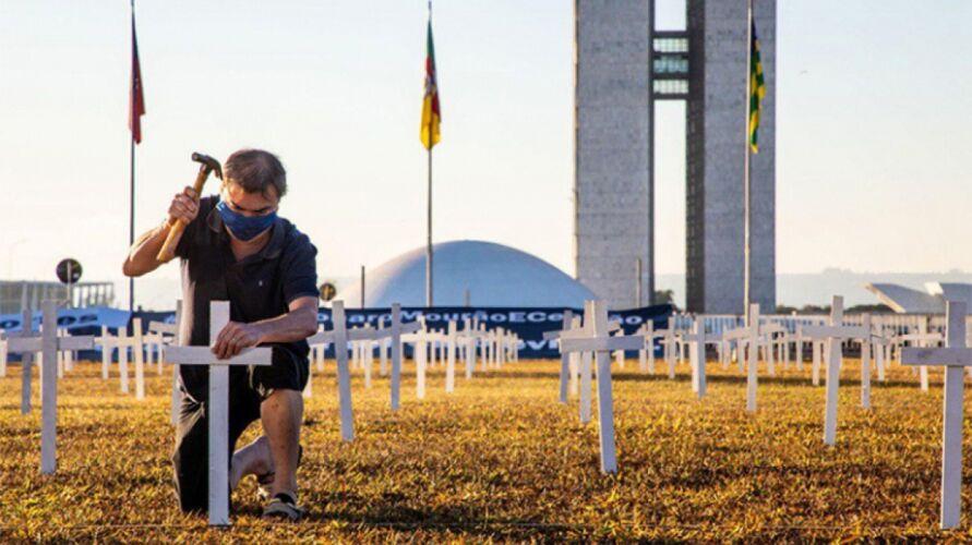 Imagem ilustrativa da notícia: Brasil soma mais de 300 mil mortos por Covid-19