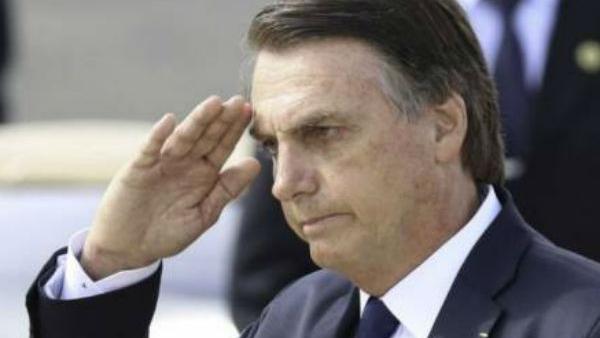 Imagem ilustrativa da notícia: Bolsonaro nomeia comandantes das Forças Armadas
