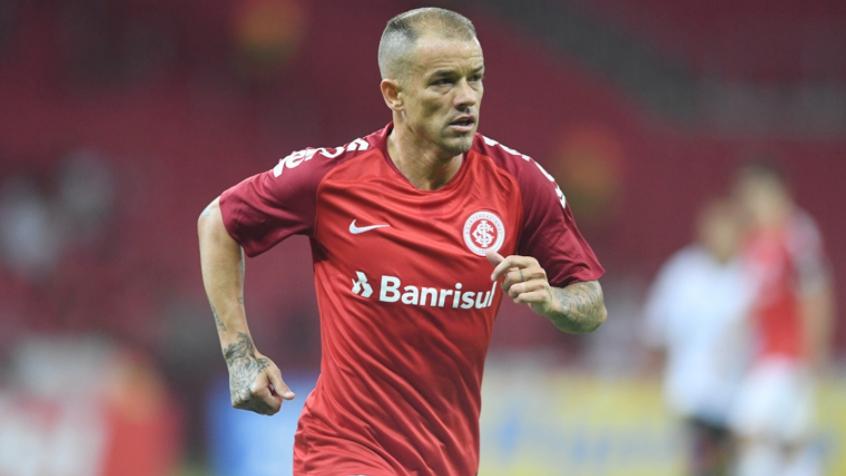 Imagem ilustrativa da notícia: Vídeo: D'Alessandro se apresenta em novo clube após jogar pelo Internacional