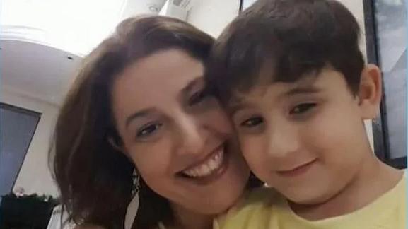 Imagem ilustrativa da notícia: Mãe e filho de 9 anos morrem esfaqueados dentro de casa