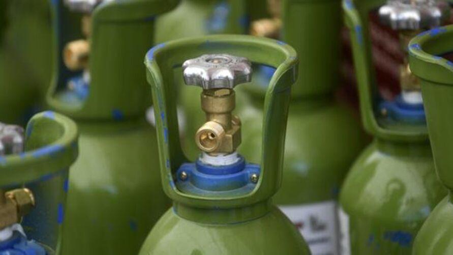 Imagem ilustrativa da notícia: Covid-19 aumenta escassez mundial de cilindros de oxigênio