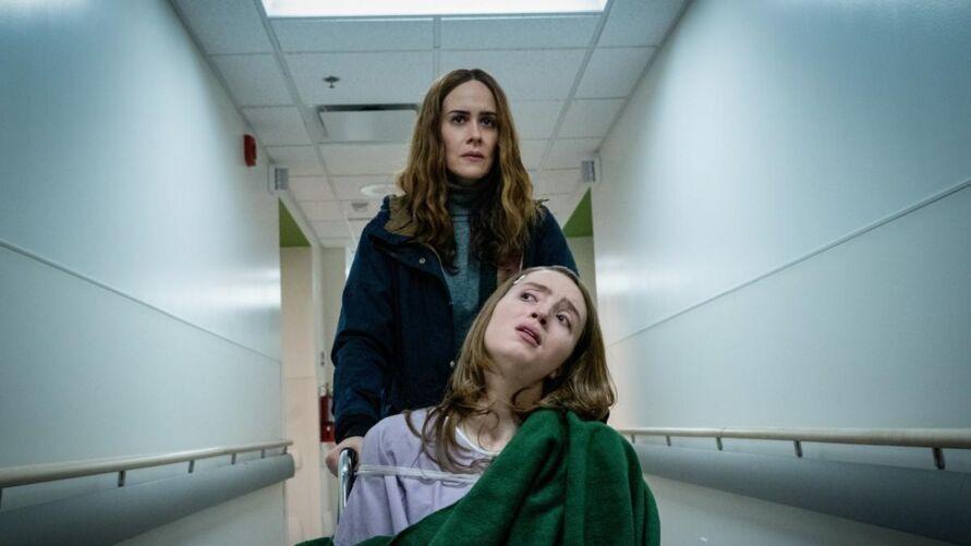 Kiera Allen, atriz que interpreta Chloe, a filha em apuros de Sarah Paulson.