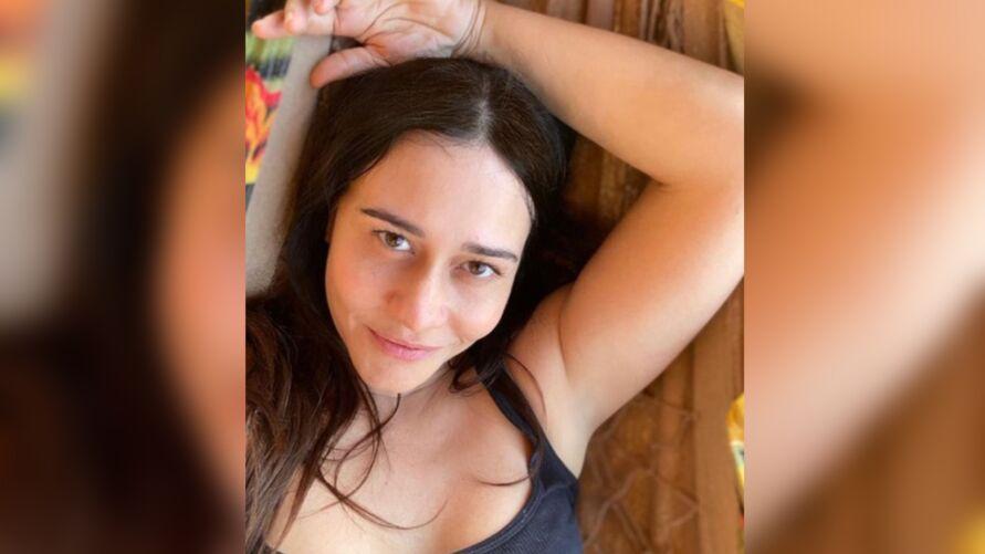 Imagem ilustrativa da notícia: Aos 50 anos, Alessandra Negrini aparece na cama e internautas elogiam