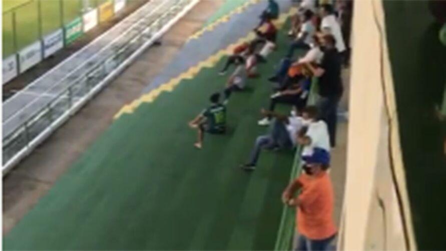 Imagem ilustrativa da notícia: Vídeo: público é flagrado em jogo do Parazão. Paragominas nega