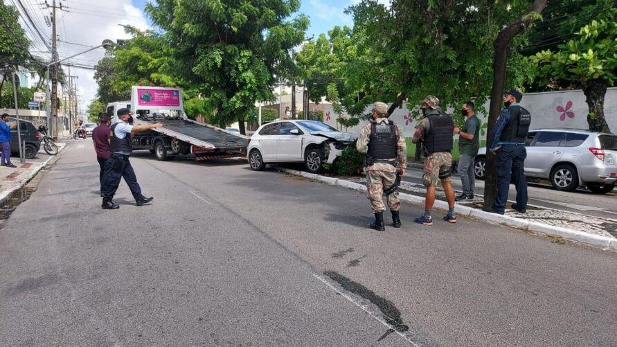 Imagem ilustrativa da notícia: Vice-governadora do CE e família são assaltados e carro bate em árvore